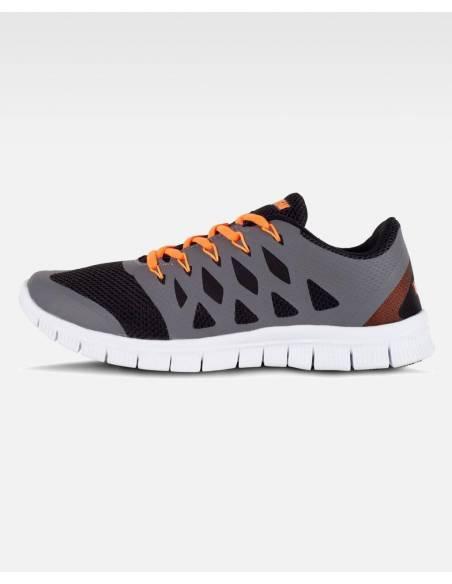 Zapatillas deportivas ultra ligeras y super comodas negra y naranjas con la suela blanca.
