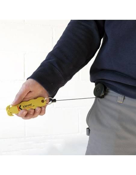 Yoyo porta cutter retractil, no lo perderás y podrás trabajar con el.